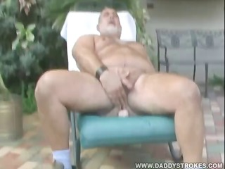 corpulent daddy mark jerking off