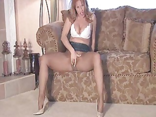 horny sammi rubs one out in her pantyhose