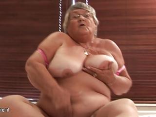 old non-professional granny masturbate on cam