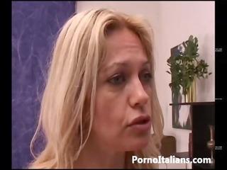 bionda matura italiana gode con cazzo duro -