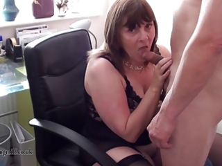 british mother i performs on cam