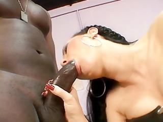 black guy humps a slutty brunette