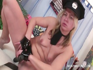 mature turned on blonde fucking herself with