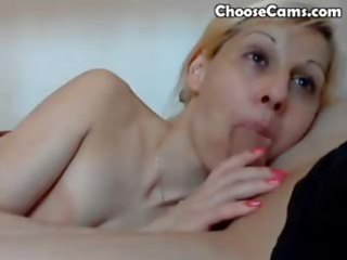 blonde d like to fuck gives a oral-stimulation