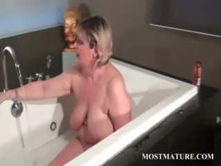 aged tramp dildoes wet crack in bathtub