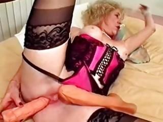 granny sextoy fucks her twat