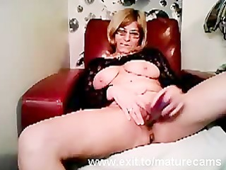 mature mama tina toying and cumming on cam