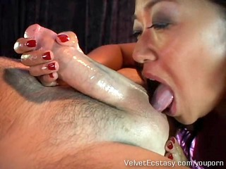 sexy asian mother i gives a very deep rimjob