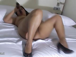 non-professional spanish mother masturbate on her