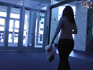 candid mall ass in yoga panties + interaction
