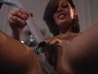 hairy d like to fuck mama masturbates solo on the