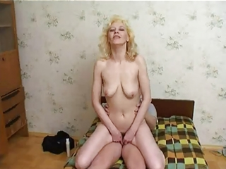russian mum enjoys juvenile lads cum !
