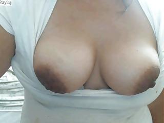 lalin girl de ricos senos y grandes pezones